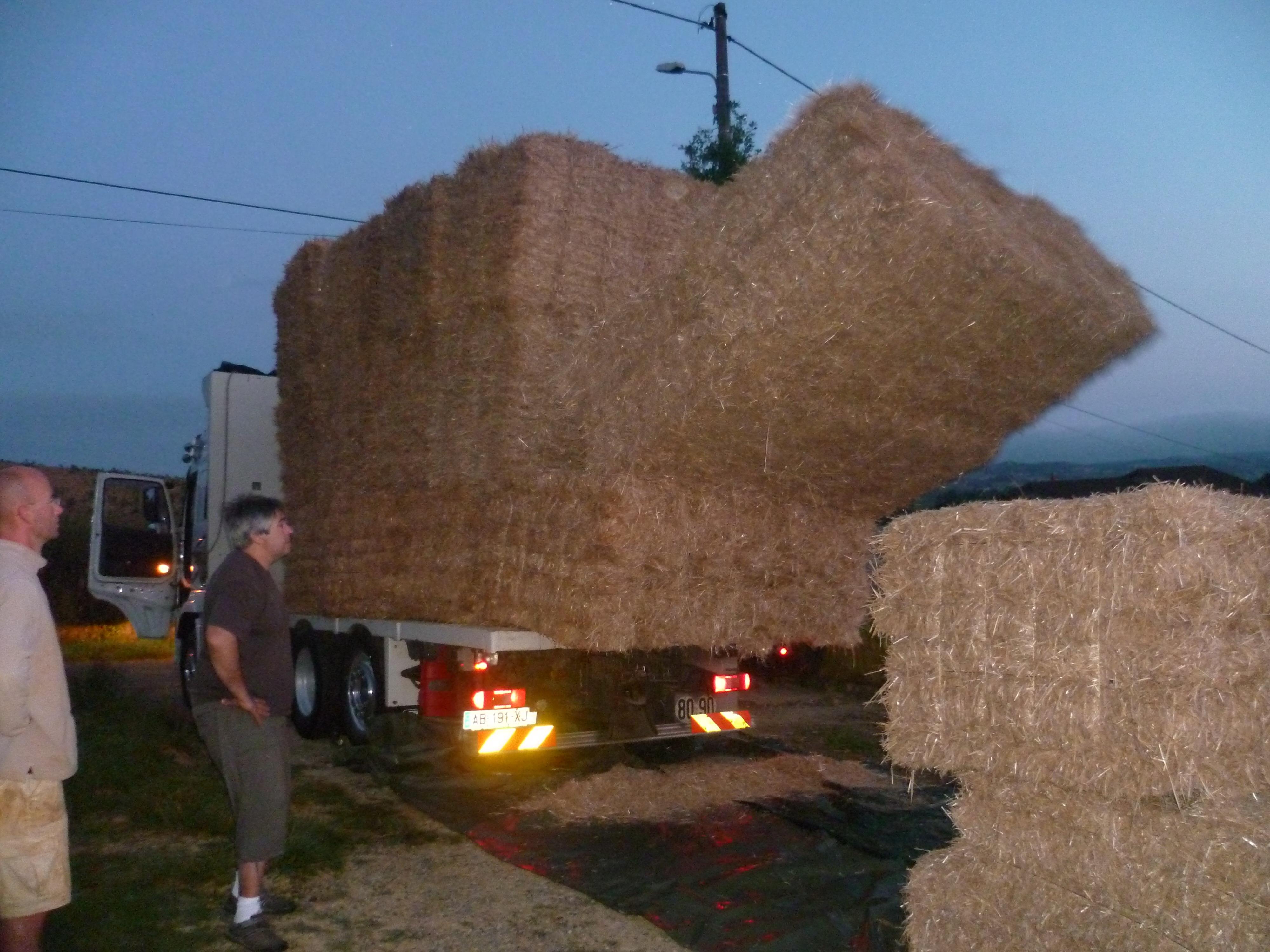 La paille 5h45 3 maison paille porteuse nebraska 2009 2019 - Maison en botte de paille ...